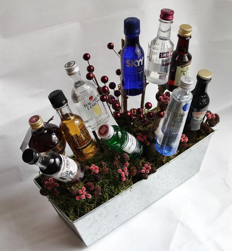 Подарок из бутылок водки 853