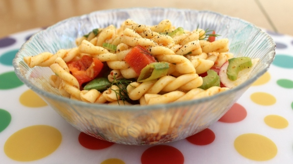 pasta salad with fresh herbs 1